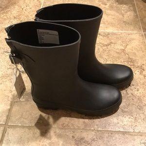NWT Women's Waterproof Rain Boots Size 8